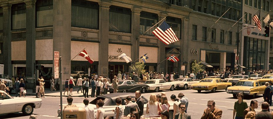 view-of-5th-avenue-in-new-york-city-in-july-1970-picture-id537571797_sm